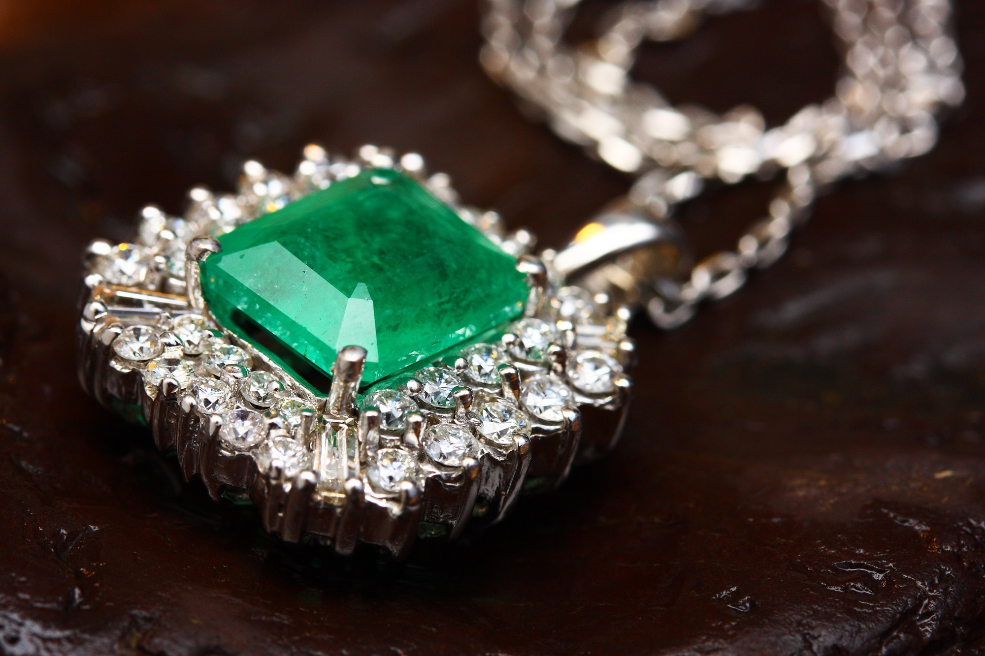 The Ultimate Jewelry Guide to Precious & Semi-Precious Gemstones